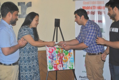 Rs 21000 cheque donated by #nofilter cafe to Delhi NCR Food Bank